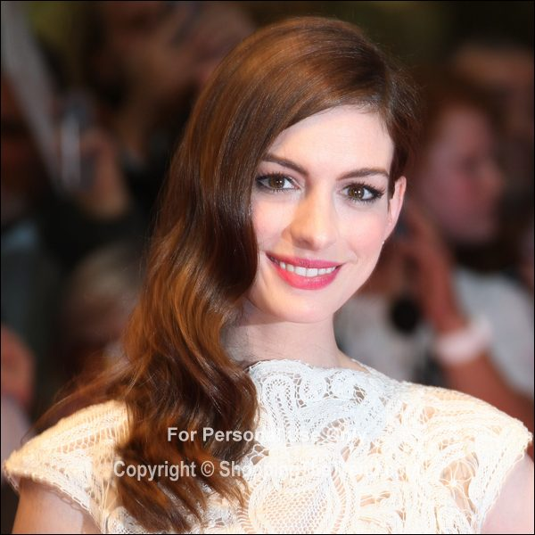 Anne Hathaway One Day: Anne Hathaway Hairstyle @ 'One Day' UK Premiere